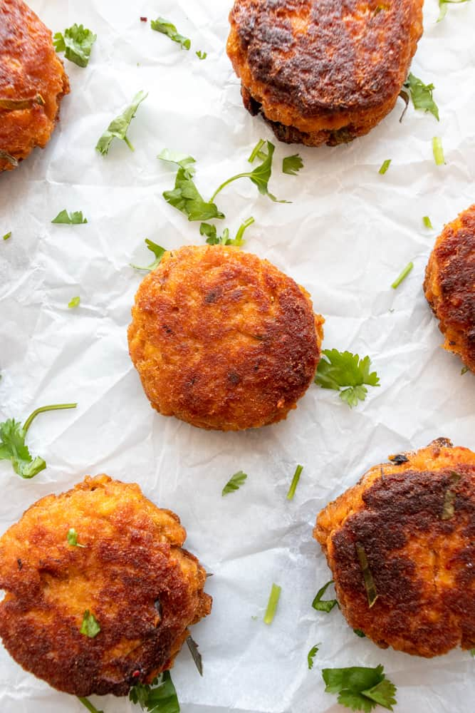 overview of red curry salmon cakes
