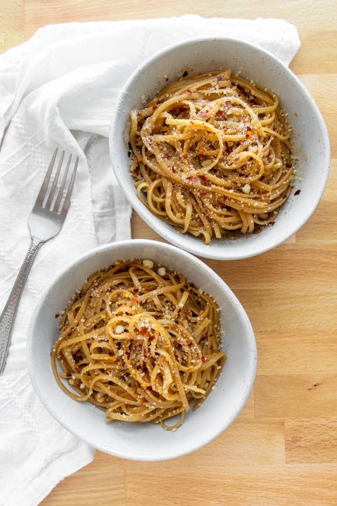 two bowls of spicy garlic linguine
