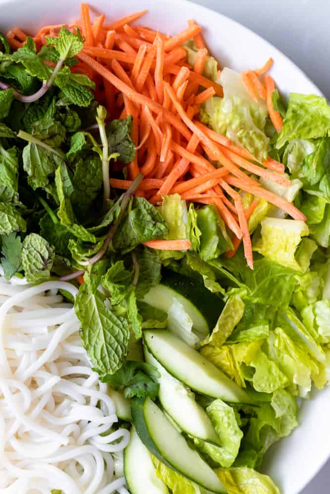 toppings for bun bo xao (vietnamese lemongrass beef noodle)